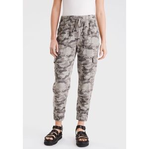 American Eagle Womens Camo Printed Relaxed Joggers
